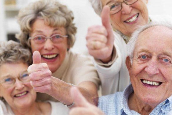 Iloisia vanhuksia Ilopiirissä
